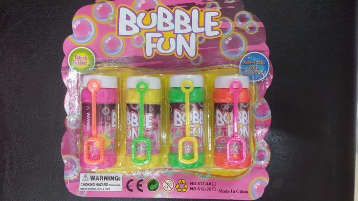 אריזה של 4 בקבוקי בועות סבון לשעות של שקט מהילדים רק ב-10 ש...