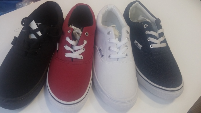 נעלי סניקרס יפות ואופנתיות לנשים ונערות במגוון צבעים לבחירה...