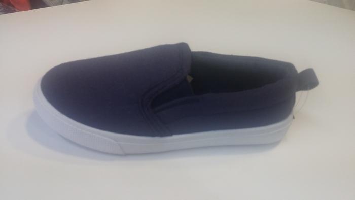 נעלי סניקרס יפות ואופנתיות לילדים בצבע כחול ג'ינס רק ב- 5...