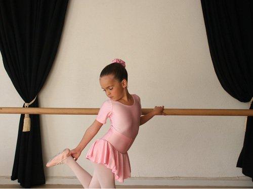 ממש רקדנית קטנה... בגד גוף עם חצאית מלייקרה באיכות גבוהה, מ...