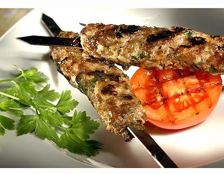 מסעדת שישקבב בחיפה : ארוחה זוגית הכוללת 10 סלטים + פלטת 700 גרם בשרים לזוג ב-89 ₪!