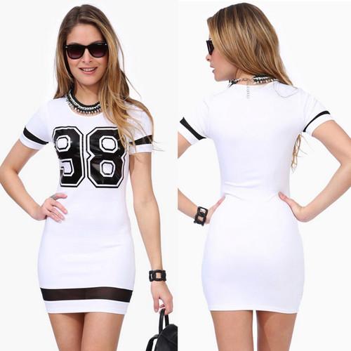 שמלת מיני קייצית וספורטיבית, בשחור או בלבן  במחיר שלא תתלבט...