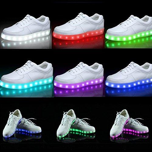 בלעדי ב-COUPO !! נעלי לד נטענות עם 11 מצבי תאורה רק 118 ש