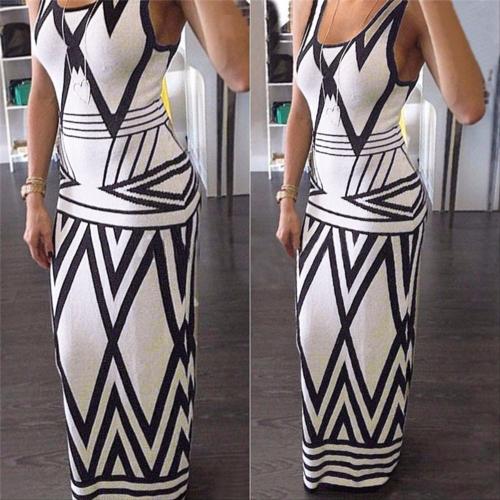 שמלה מחטבת ארוכה ואופנתית בצבעי שחור לבן להופעה מושלמת ומרש...